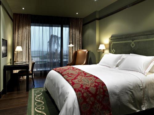 Standard Double or Twin Room Hotel Castillo de Gorraiz Golf & Spa 12