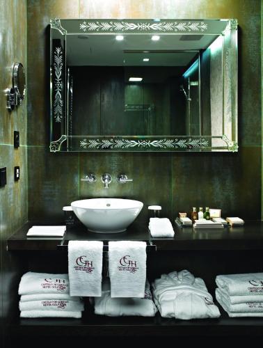 Standard Double or Twin Room Hotel Castillo de Gorraiz Golf & Spa 16