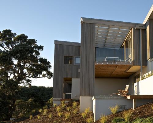 211 Delamore Drive, Oneroa, Auckland 1081, New Zealand.