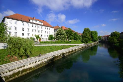 Hotel Galeria River