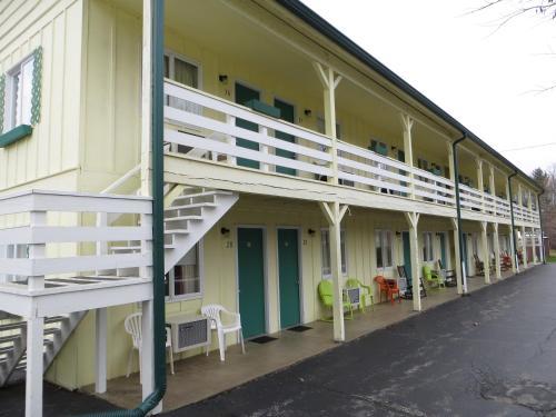 Green Valley Motor Lodge