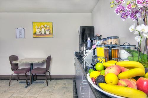 Los Prados Hotel - San Mateo, CA 94403