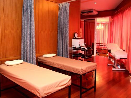 Summit Pavilion Hotel photo 29