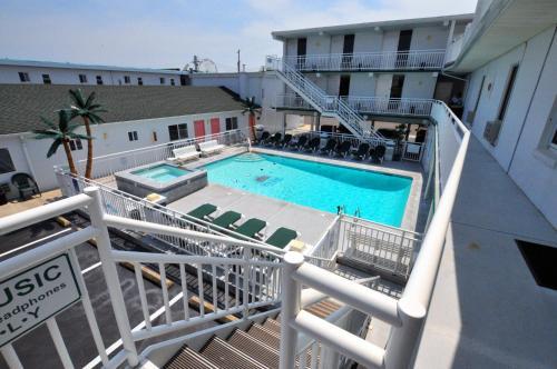 Riviera Resort And Suites