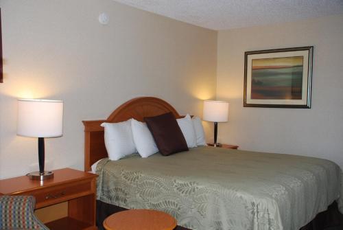 Chief Motel Fayetteville - Fayetteville, AR 72703