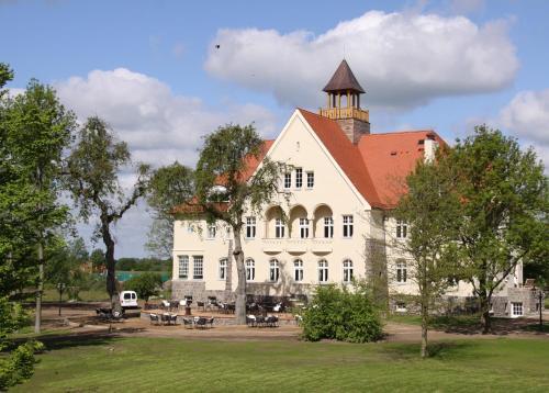 . Schloss Krugsdorf
