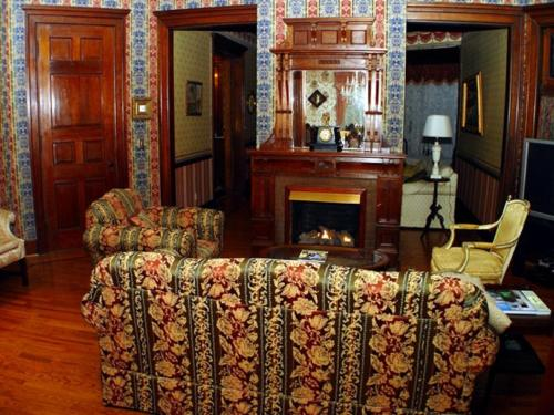 Herrold On Hill Bed And Breakfast - Wabash, IN 46992