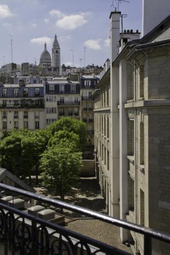 Le Montclair Montmartre by Hiphophostels photo 16