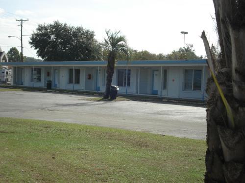 . Royal Inn Motel