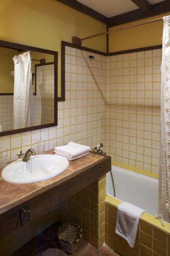 Habitación Doble Clásica - 1 o 2 camas La Corte de Lugás 10