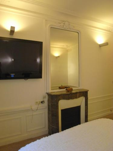2 Separated Bedrooms near Notre Dame photo 22