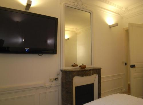 2 Separated Bedrooms near Notre Dame photo 24