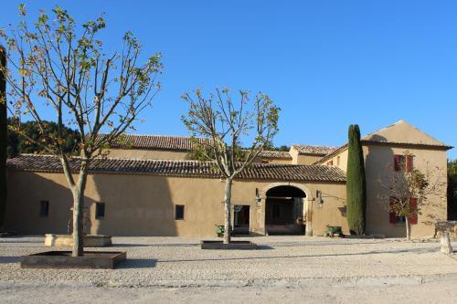 1620 Route d'Avignon, 84440 Robion, France.