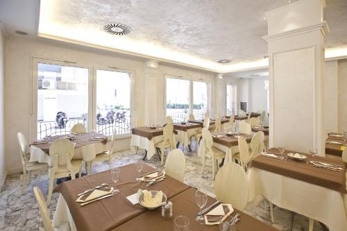 Hotel Aurora Photo 10