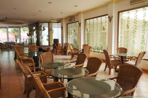 . Adisurya Hotel