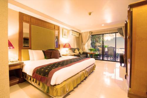 Diamond City Hotel photo 21