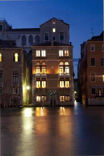 San Marco 2814, 30100 Venice, Italy.