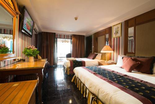 Diamond City Hotel photo 24
