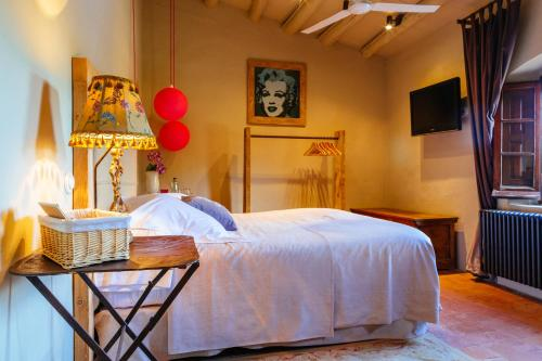 Superior Double Room with Chimney Hotel Can Casi 2