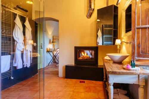 Superior Double Room with Chimney Hotel Can Casi 1