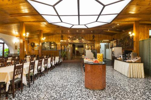 Mesón Castilla Atiram Hotels photo 4