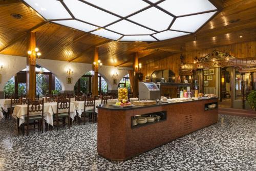Mesón Castilla Atiram Hotels photo 6