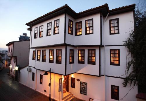 . White Garden Hotel