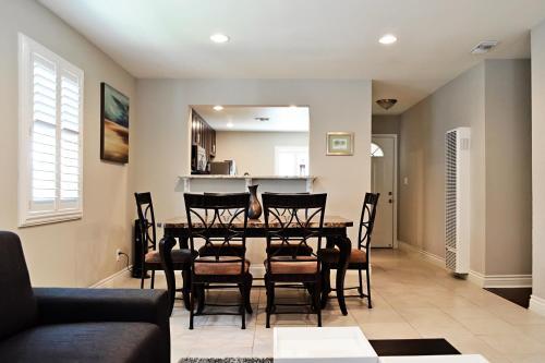 Anaheim Beacon House: 4 Bedroom 2 Bath 2 Car Garage - Anaheim, CA 92802