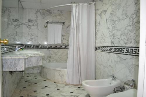 Om Kolthoom Hotel - image 7