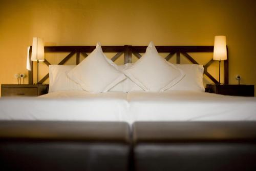 Zweibettzimmer mit eigenem Bad auf dem Gang Hotel Masia La Palma 12