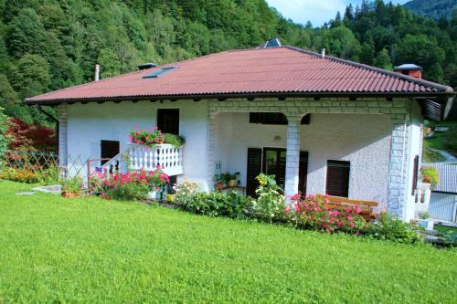 . Rooms with shared kitchen Zver, great for hikers
