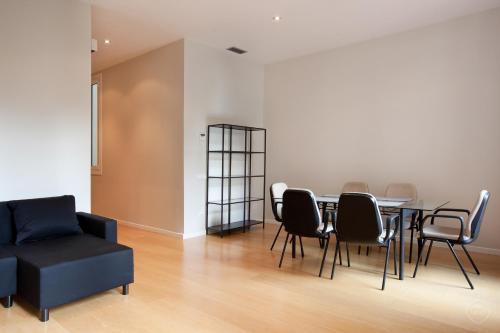 Modern Center Apartments photo 14