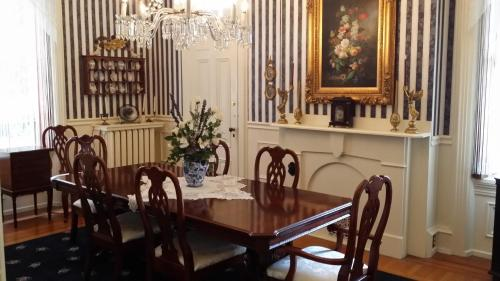 Lovelace Manor Bed And Breakfast - Lancaster, PA 17603