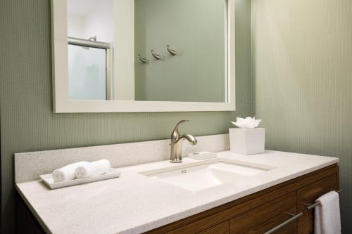 Home2 Suites Long Island City/Manhattan View - image 3