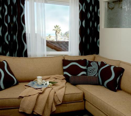 Aurora Hotel - Avalon, CA 90704