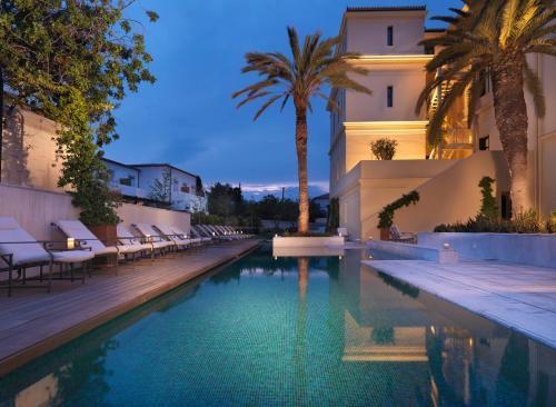 Dapia, Spetses, 180 50, Greece.