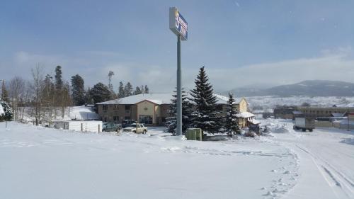 . New Summit Inn