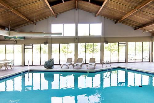 Grand Oaks Hotel - Branson, MO MO 65616