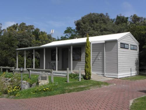 Lakeside Tourist Park