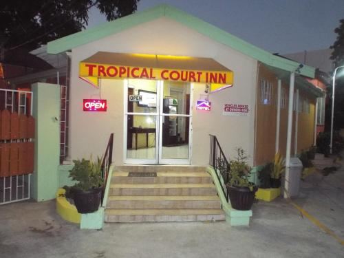 Hotel Tropical Court Inn