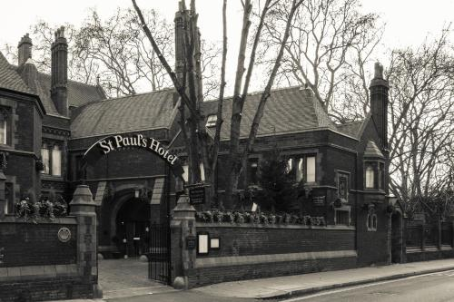 153 Hammersmith Road, Hammersmith, London, W14 0QL, England.