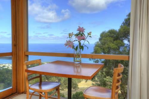 Chris's Beacon Point Restaurant & Villas