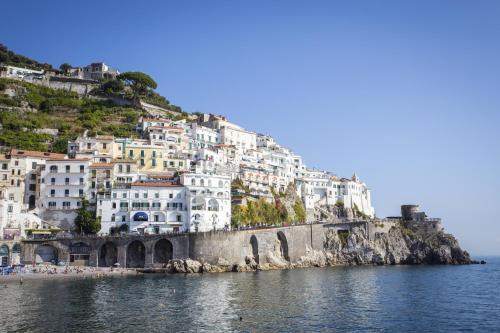 Via P.Comite, 19 84011 Amalfi, Italy.