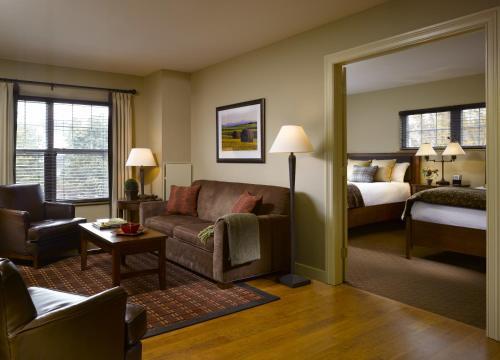 Deluxe Double One-Bedroom Suite