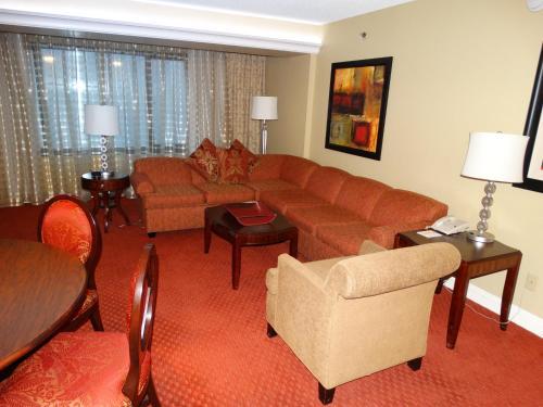 Suites at Jockey Club (No Resort Fee) - Accommodation - Las Vegas
