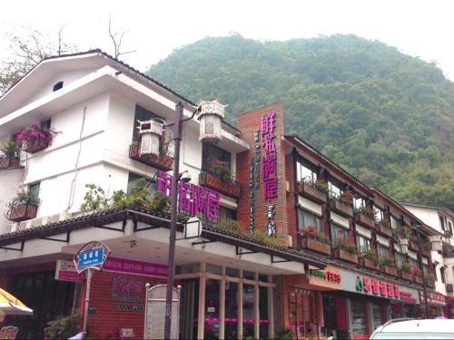 Inn Of Flowers  Yang Shuo Pan Tao