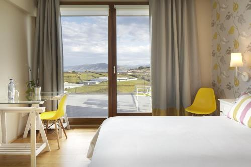 Double or Twin Room with Terrace Hotel San Prudentzio 5