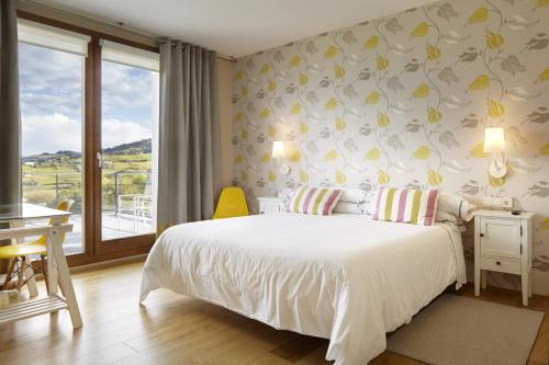Double or Twin Room with Terrace Hotel San Prudentzio 1