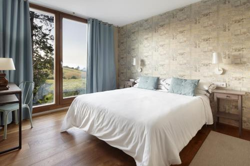 Double or Twin Room with Terrace Hotel San Prudentzio 17