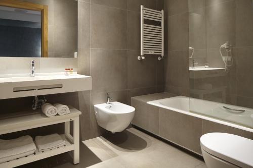 Double or Twin Room Hotel San Prudentzio 2